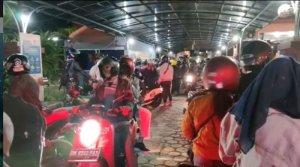 Gilimanuk still open and crowded with vehicles exiting Bali last night
